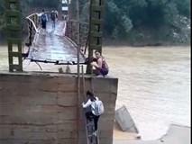 Dựng tóc gáy với đường lên cầu vượt sông của học sinh Phú Thọ