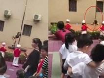 Vũ công múa cột trong ngày khai giảng ở trường mầm non Trung Quốc