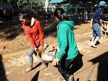 Nghệ An: 300 học sinh phải khai giảng năm học mới muộn hơn 1 tuần do bùn ngập trường