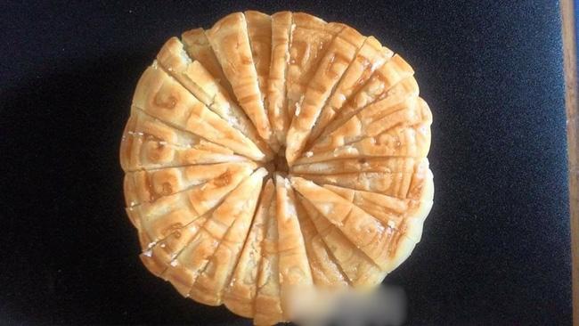 Cười ra nước mắt với chuyện kén rể mùa Trung thu: Cắt được 1 chiếc bánh nướng thành 24 miếng nguyên vẹn thì cho cưới-2