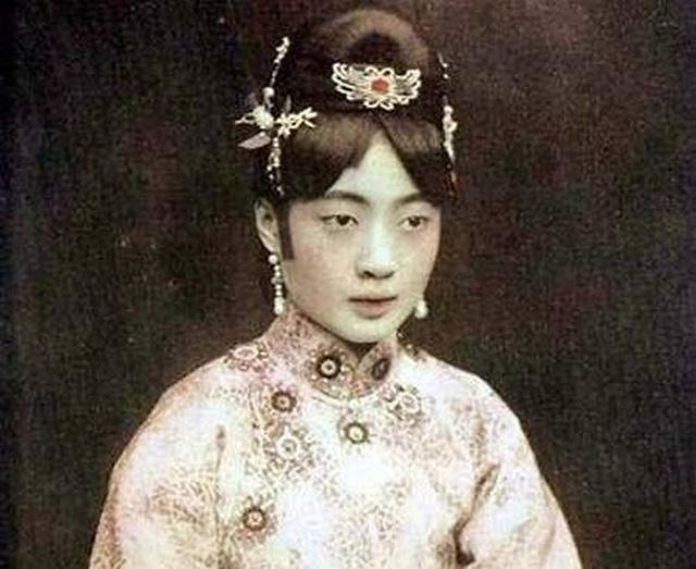 Góc khuất cuộc đời Hoàng hậu cuối cùng của Trung Quốc: Nghiện khỏa thân, chết trong cô độc-2
