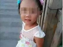 Bố mẹ ly hôn, con gái 8 tuổi bị dì ghẻ đánh nứt sọ, dội nước sôi rồi phi tang