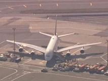 NÓNG: 100 hành khách 'đổ bệnh lạ', máy bay Emirates bị cách ly ở sân bay Mỹ