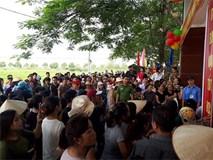 'Những người tố trường lạm thu không có hộ khẩu ở xã Sơn Đồng'