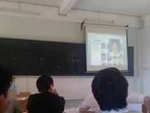 Thầy giáo điểm danh bằng ảnh thẻ, nhận diện từng khuôn mặt, sinh viên đi học hộ hết cách lách luật