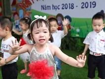 Bé mẫu giáo vừa khóc vừa múa khiến dân mạng cười mệt nghỉ