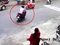Cô gái đi xe máy bị 2 thanh niên đẩy ngã, cướp xe táo tợn ở Sài Gòn