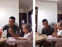 Thấy con trai biếng ăn, ông bố trẻ bèn nảy ra cách này khiến cậu bé phải há miệng ăn nhanh thun thút