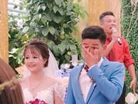 Bức ảnh 'hot' nhất ngày: Cô dâu cười tươi như hoa, chú rể khóc nức nở trong đám cưới