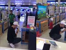 Mượn mic để test loa, cả siêu thị tưởng là Ưng Hoàng Phúc hát sự thật còn bất ngờ hơn