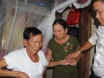 Liệt sĩ 30 năm trở về: Vợ ôm ảnh thờ khóc ngất vì chồng quên tên mình