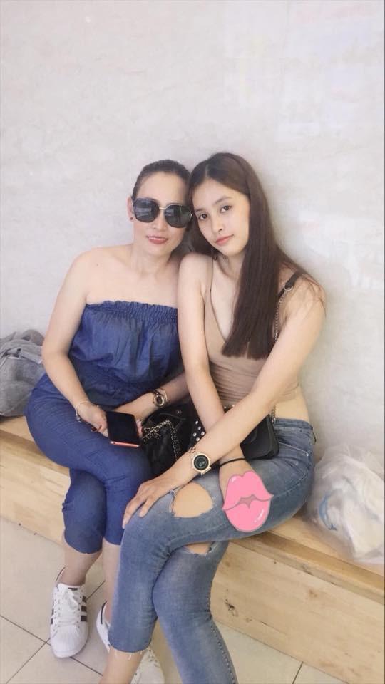 """Loạt ảnh ăn quán vỉa hè, lí lắc với bạn hay selfie"""" tự sướng của Tân Hoa hậu Việt Nam 2018 được hé lộ-14"""