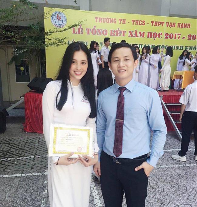 """Loạt ảnh ăn quán vỉa hè, lí lắc với bạn hay selfie"""" tự sướng của Tân Hoa hậu Việt Nam 2018 được hé lộ-9"""