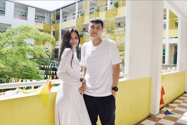 """Loạt ảnh ăn quán vỉa hè, lí lắc với bạn hay selfie"""" tự sướng của Tân Hoa hậu Việt Nam 2018 được hé lộ-8"""