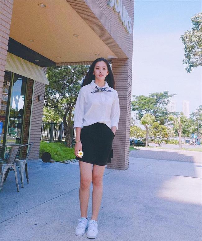 """Loạt ảnh ăn quán vỉa hè, lí lắc với bạn hay selfie"""" tự sướng của Tân Hoa hậu Việt Nam 2018 được hé lộ-4"""