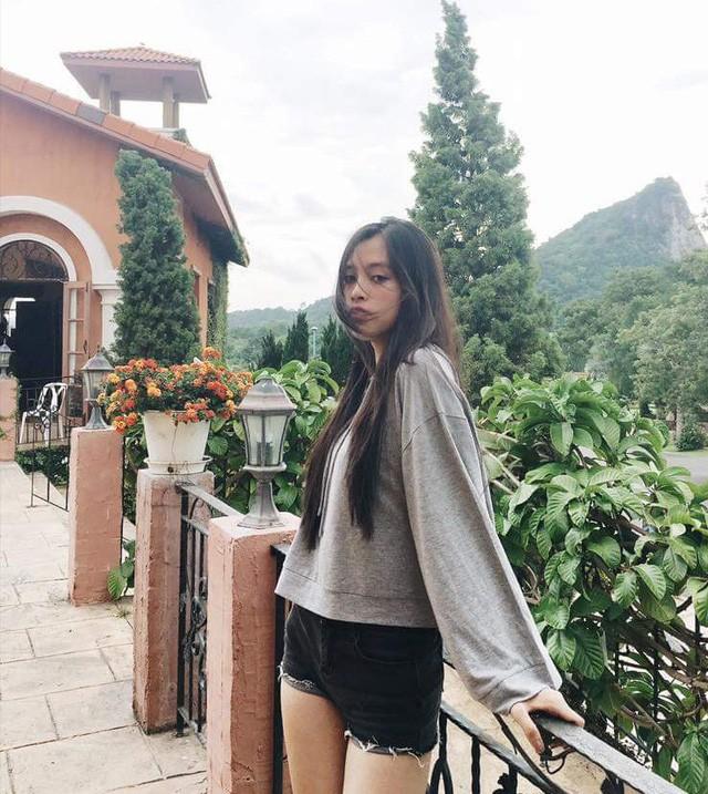 """Loạt ảnh ăn quán vỉa hè, lí lắc với bạn hay selfie"""" tự sướng của Tân Hoa hậu Việt Nam 2018 được hé lộ-11"""