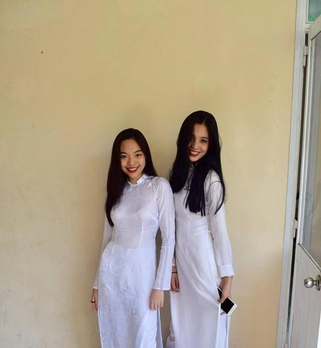 """Loạt ảnh ăn quán vỉa hè, lí lắc với bạn hay selfie"""" tự sướng của Tân Hoa hậu Việt Nam 2018 được hé lộ-12"""