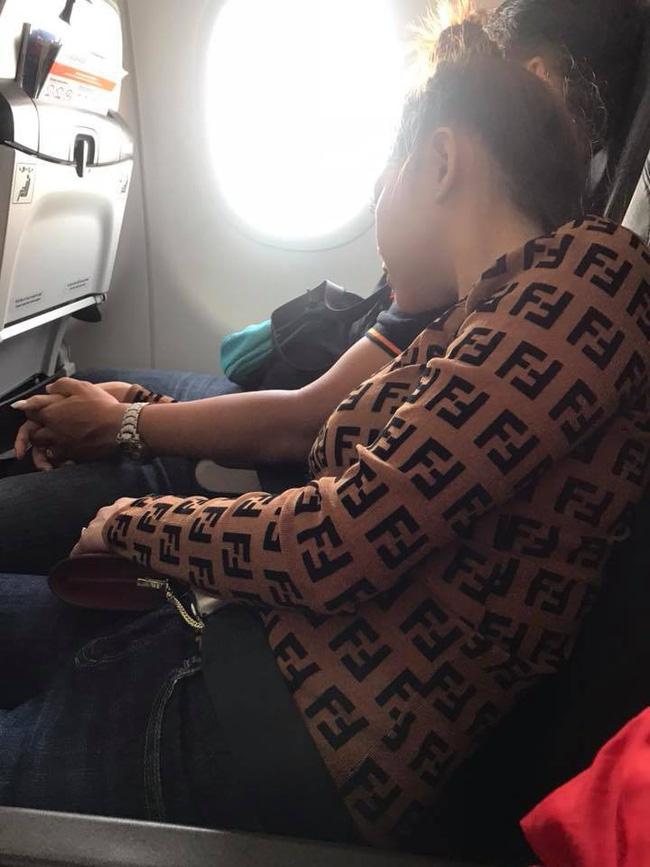 Đi máy bay vô tình phát hiện vụ ngoại tình chỉ bằng 1 câu nói, nữ hành khách chia sẻ để mẹ nào nhận ra chồng thì đem về ngay-3