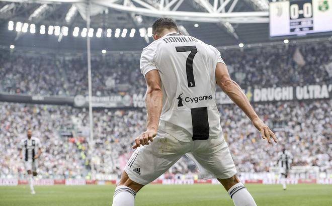 Vừa lập cột mốc lịch sử, Ronaldo còn khiến châu Âu chột dạ với con số trùng hợp kỳ lạ-1