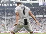 Georgina bồng bế hai con nhỏ đến sân, chứng kiến Ronaldo lập kỷ lục mới-6