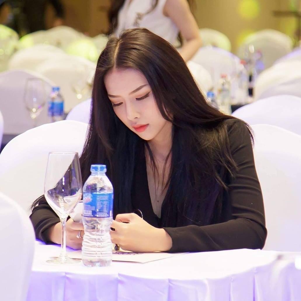 Chân dung cô gái Khánh Hoà vừa được Phan Mạnh Quỳnh cầu hôn trên biển-7