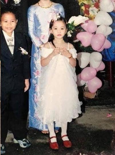 Loạt ảnh ngố tàu, đáng yêu ngày bé của Hoa hậu Việt Nam 2018-8