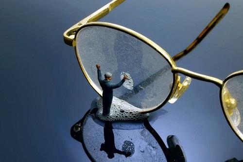 5 cách xóa sạch vết xước trên mắt kính, team cận thị nhất định phải biết-4