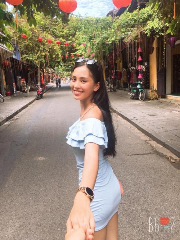 Vừa đăng quang, cư dân mạng đã đặt nghi án Tân Hoa hậu Việt Nam 2018 Trần Tiểu Vy có bạn trai?-2