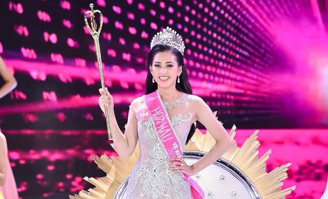 Bố mẹ tân Hoa hậu Tiểu Vy gây sốt bởi trẻ trung, chất chơi gấp mấy lần con gái-1