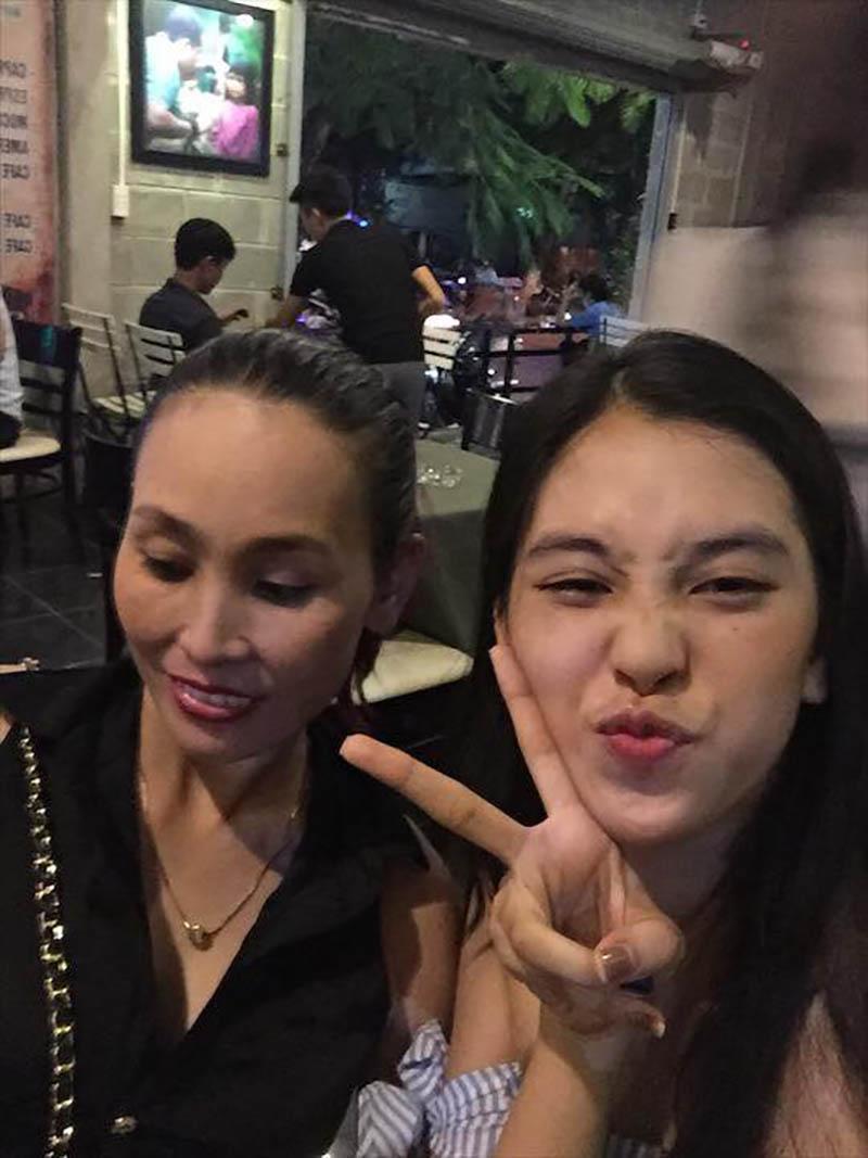 Bố mẹ tân Hoa hậu Tiểu Vy gây sốt bởi trẻ trung, chất chơi gấp mấy lần con gái-9