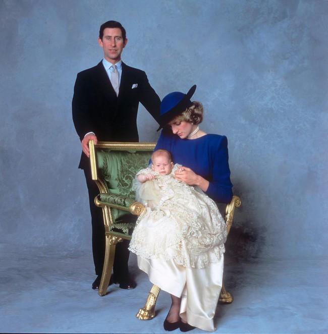 Không chỉ bóp nghẹt Công nương Diana bằng câu nói phũ phàng, Thái tử Charles còn viết lá thư bí mật thừa nhận không thể quen với việc làm cha-2