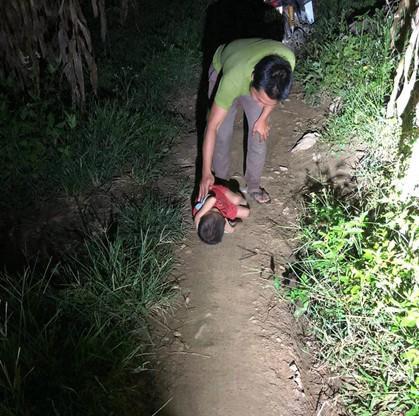 Không còn ngủ ngoài đường, cậu bé Hà Giang khóc nhớ mẹ-3
