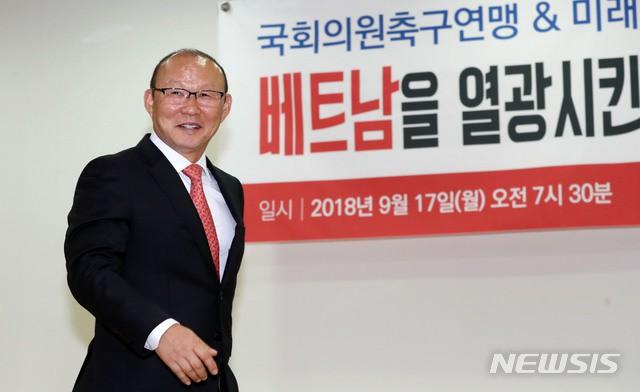 HLV Park Hang Seo tuyên bố quyết tâm đánh bại thầy Hiddink nếu đối đầu Trung Quốc-1