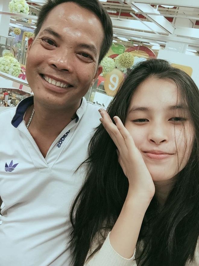 Chân dung Hoa hậu Trần Tiểu Vy qua lời tâm sự của bố-1