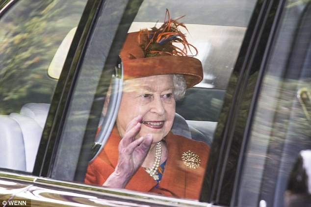 Bà Camilla xuất hiện chớp nhoáng trước công chúng sau tin đồn bị chồng đuổi ra khỏi cung điện hoàng gia-3