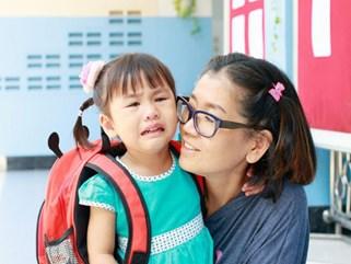 Con mè nheo không chịu đi học, dùng ngay 10 câu nói Montessori siêu hữu dụng sau đây
