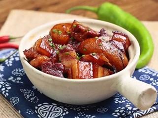 Tuyệt chiêu mới cho món thịt heo kho: Cho thêm 1 quả lê vào nồi chỉ 15 phút sau là có ngay món ăn ngon hơn cả mong đợi