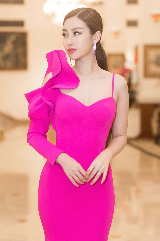 Hoa hậu Đỗ Mỹ Linh tái xuất gợi cảm sau khi trao lại vương miện-3