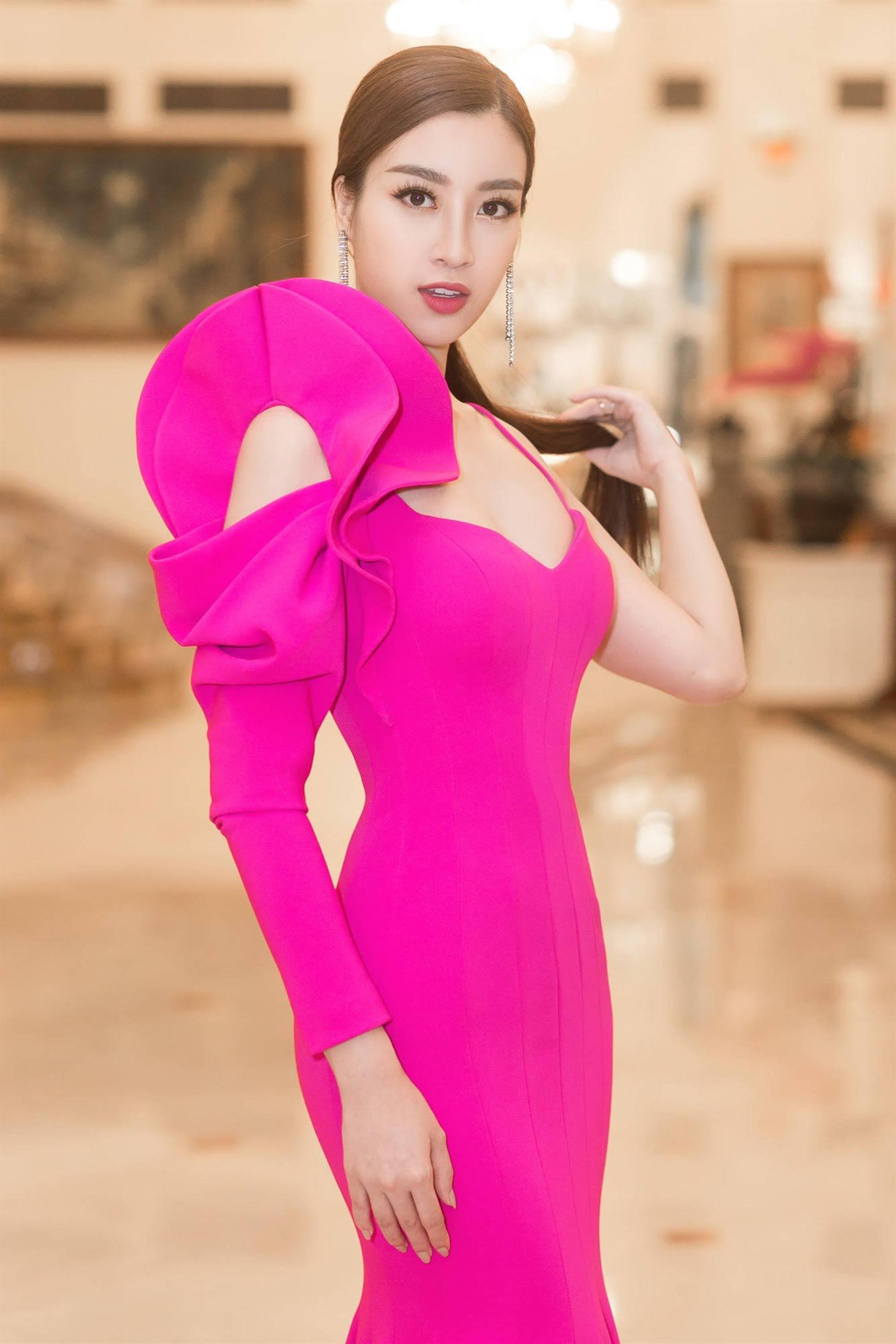 Hoa hậu Đỗ Mỹ Linh tái xuất gợi cảm sau khi trao lại vương miện-4