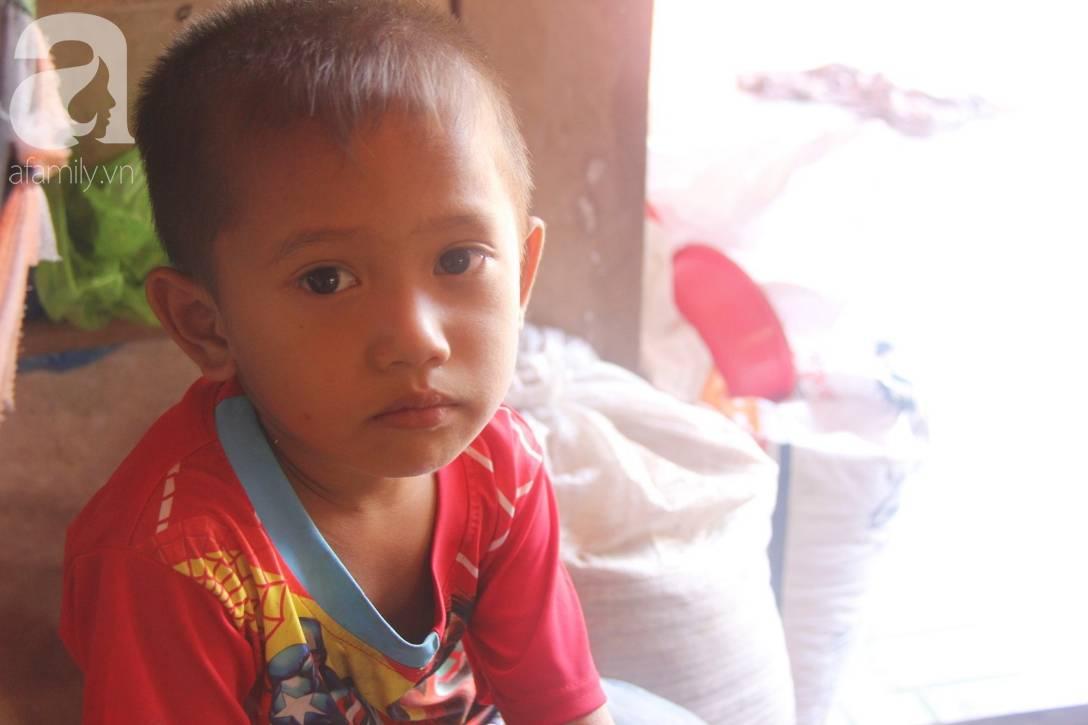 Mẹ bỏ đi lấy chồng, hai đứa trẻ 4 và 7 tuổi không được đi học, phải vào viện chăm cha bệnh tật-5