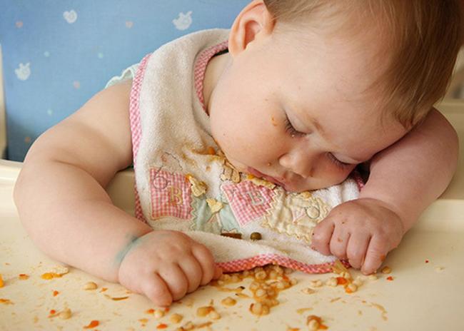 Trời đánh tránh bữa ăn, thế mà cơn buồn ngủ lại ập tới-3