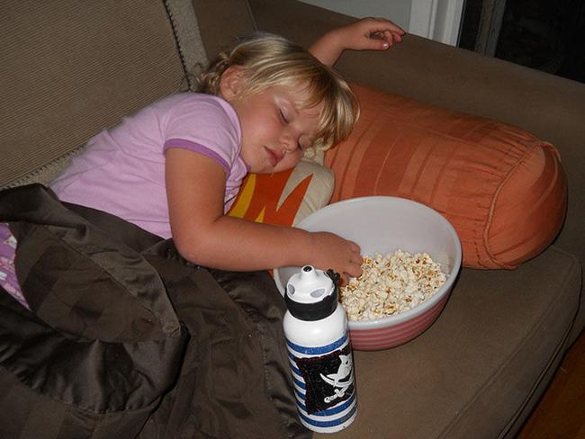 Trời đánh tránh bữa ăn, thế mà cơn buồn ngủ lại ập tới-7