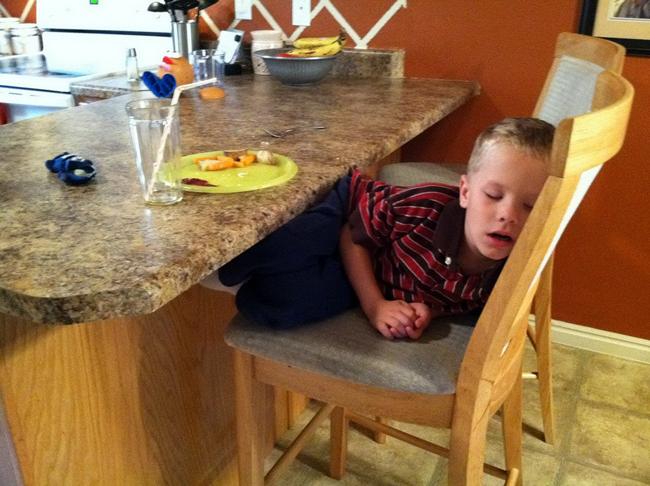 Trời đánh tránh bữa ăn, thế mà cơn buồn ngủ lại ập tới-15