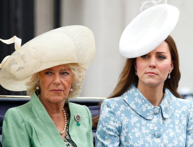 Sau lời nguyền rủa của con dâu, bà Camilla đã có màn đáp trả mỉa mai sâu cay với Kate, chê bai các cháu là những đứa trẻ hư hỏng-2