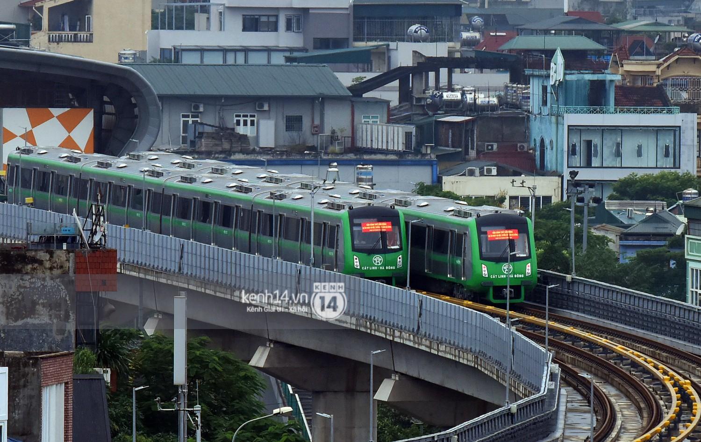 4 đoàn tàu đường sắt trên cao bất ngờ di chuyển trong mưa trước ngày chạy thử-1