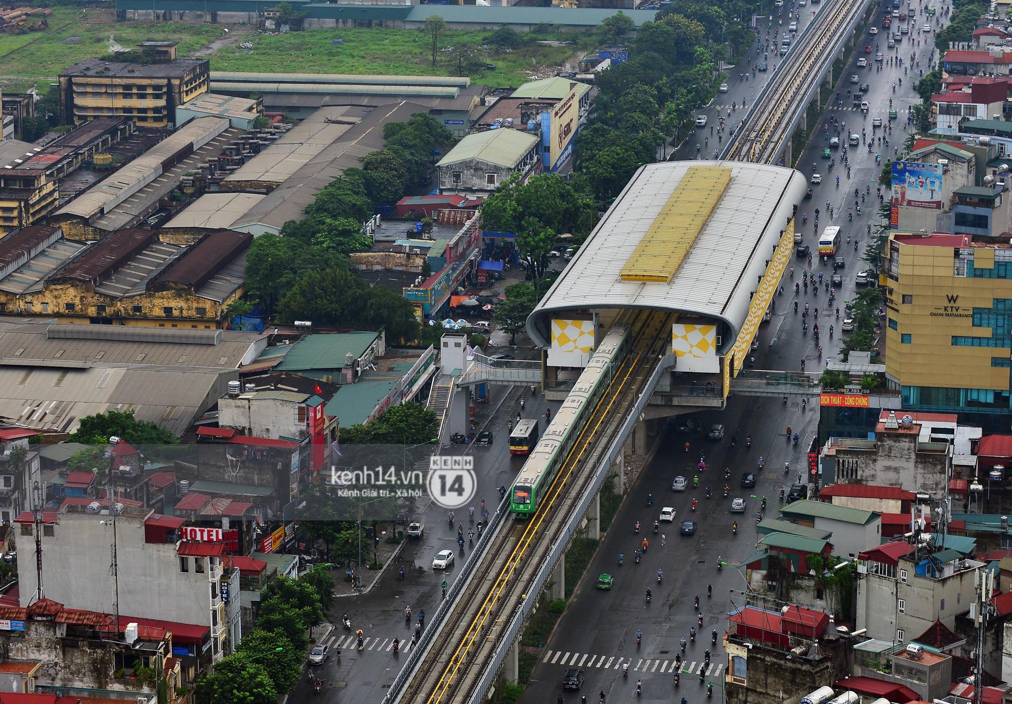 4 đoàn tàu đường sắt trên cao bất ngờ di chuyển trong mưa trước ngày chạy thử-2