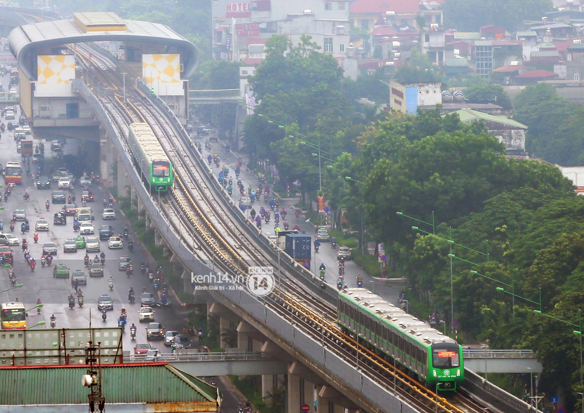 4 đoàn tàu đường sắt trên cao bất ngờ di chuyển trong mưa trước ngày chạy thử-10
