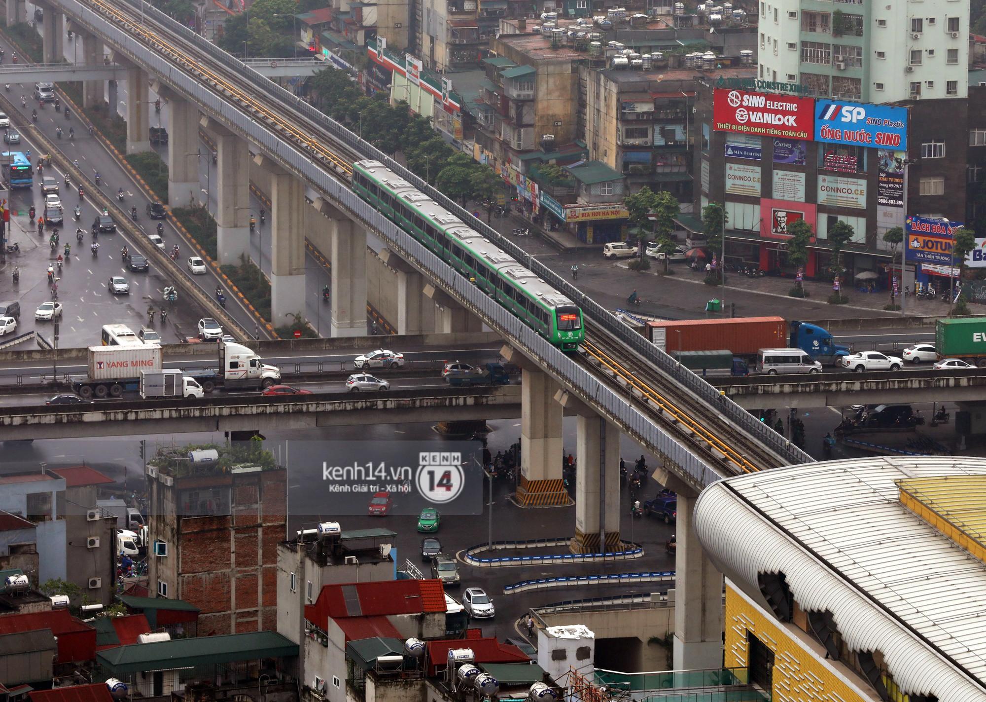 4 đoàn tàu đường sắt trên cao bất ngờ di chuyển trong mưa trước ngày chạy thử-15