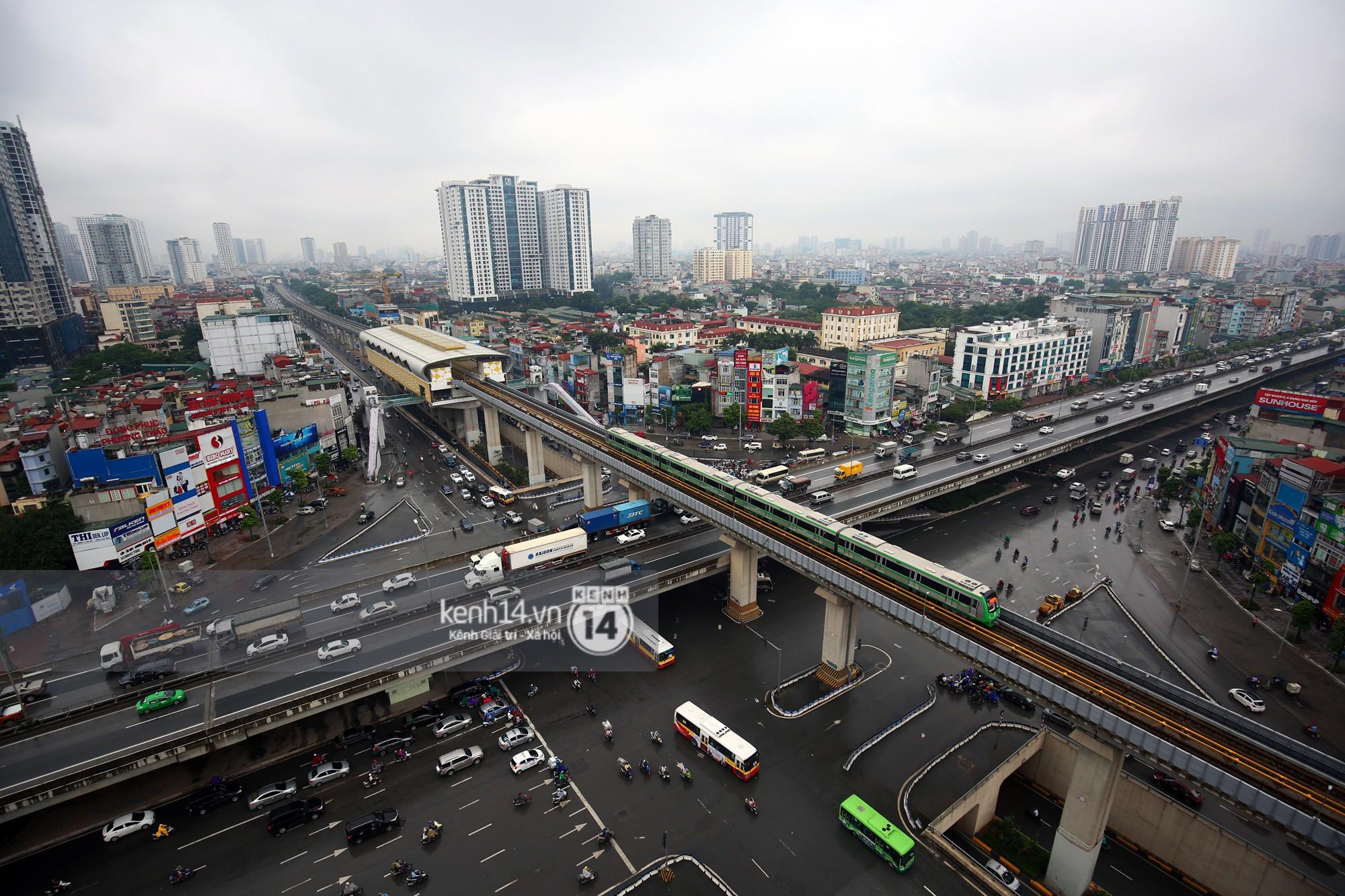 4 đoàn tàu đường sắt trên cao bất ngờ di chuyển trong mưa trước ngày chạy thử-8