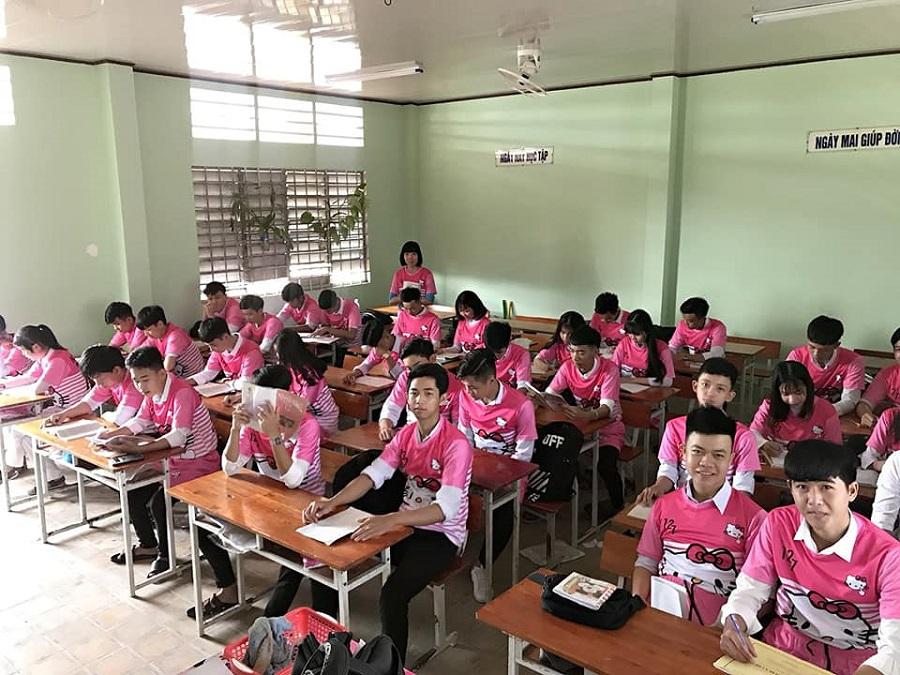 'Chơi lầy' cuối cấp, teen Vĩnh Long chọn luôn áo lớp màu hồng Hello Kitty-4